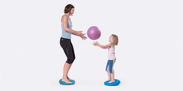 5 tolle Übungen mit Kindern für zu Hause